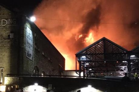 Đang cháy lớn tại một tòa nhà ở London