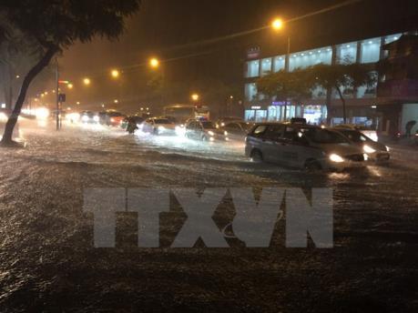 Dự báo thời tiết hôm nay 16/7: Bão số 2 gây mưa lớn, nguy cơ ngập úng tại Hà Nội
