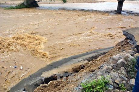 Hệ thống đường bộ tại nhiều địa phương bị sụt lún và ngập úng
