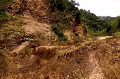 Sạt lở gần 700 khối đất đá trên quốc lộ 4H