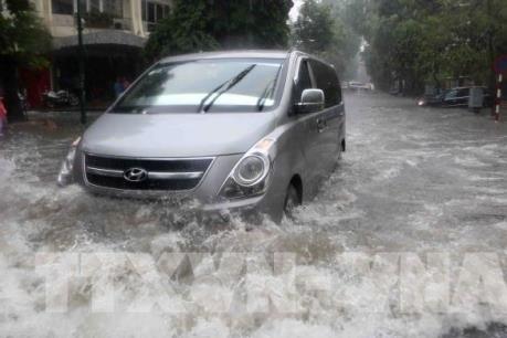Những lưu ý khi đi ô tô qua vùng ngập nước