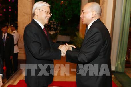 Quốc vương Campuchia: Việt Nam - Campuchia là láng giềng gần gũi, là anh em của nhau