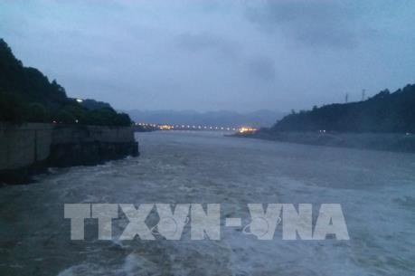 Thủy điện Hòa Bình được mở thêm cửa xả thứ 3 vào 6 giờ ngày 22/7
