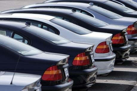 Hãng ô tô đua giảm giá: Khách hàng vẫn muốn chờ giảm tiếp