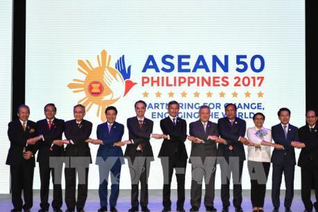 Các ngoại trưởng ASEAN thông qua dự thảo khung COC