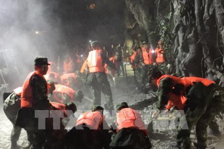 Khoảng 100 người có thể thiệt mạng trong vụ động đất ở Tứ Xuyên, Trung Quốc