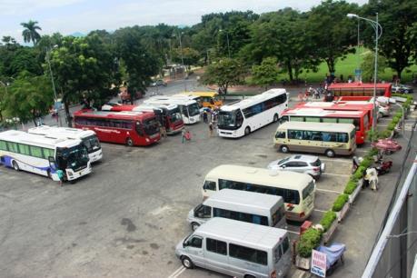 Thừa Thiên Huế: Vì sao nhiều lái xe bức xúc việc tăng giá giữ xe du lịch?