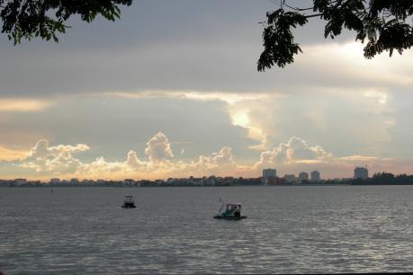 Chánh văn phòng UBND quận Tây Hồ: Máy xúc hoạt động tại Hồ Tây phục vụ dự án nạo vét