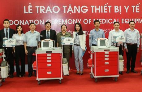 Quỹ Toyota Việt Nam tặng thiết bị y tế cho 8 bệnh viện tỉnh Lai Châu