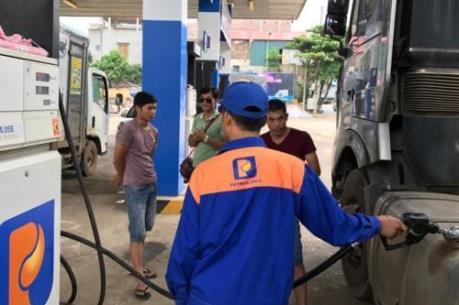 Giá xăng tăng tiếp hơn 300 đồng/lít