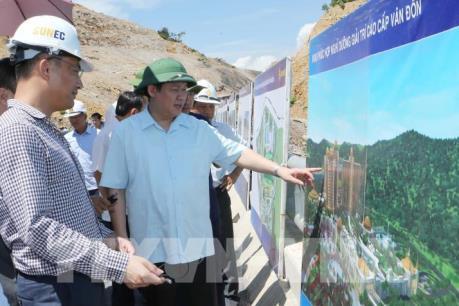 Phó Thủ tướng Vương Đình Huệ thị sát Khu Hành chính Kinh tế  Vân Đồn