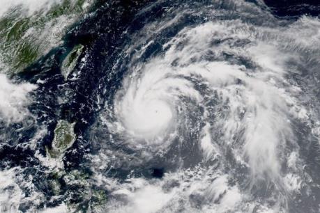 Áp thấp nhiệt đới đi vào Biển Đông và sẽ mạnh lên thành bão