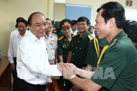Thủ tướng Nguyễn Xuân Phúc thăm Xí nghiệp Thương binh Quang Minh