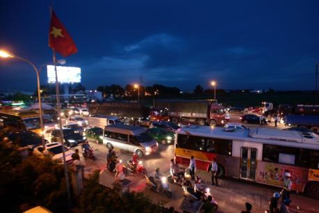 Tài xế trả phí bằng tiền lẻ tại Trạm thu phí Quốc lộ 5: Sở GTVT Hưng Yên đề nghị giảm phí