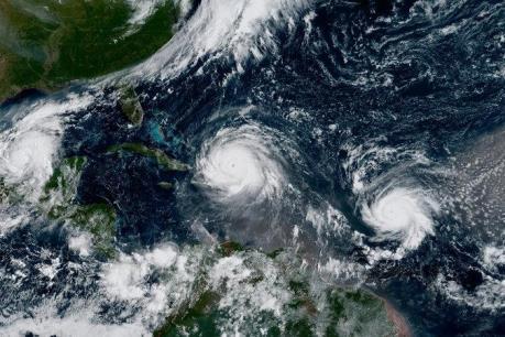 Pháp ra cảnh báo cao nhất đối với bão Jose