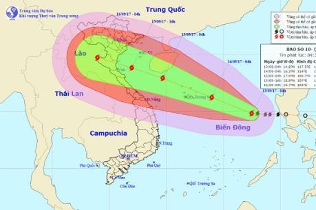Tin mới nhất về Bão số 10: Tâm bão đang hướng vào miền Trung