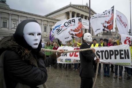 CETA vấp phải sự phản đối ngay trong lòng châu Âu