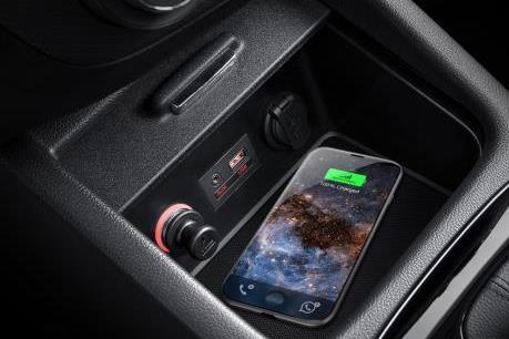 Mẫu sedan cỡ trung duy nhất ở Việt Nam được trang bị sạc điện thoại không dây