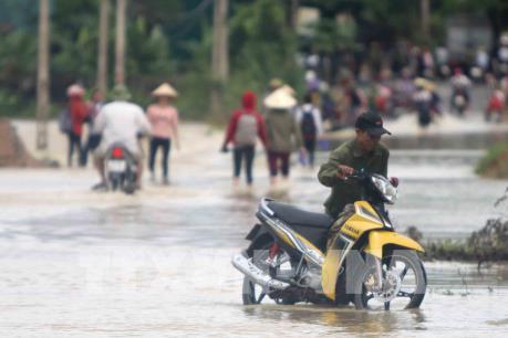 Mưa lớn khiến nhiều tuyến đường, khu dân cư tại Nghệ An bị ngập lụt