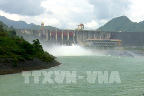 14h chiều nay Nhà máy Thủy điện Tuyên Quang mở một cửa xả đáy