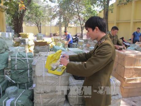 Quảng Ninh bắt giữ hơn 24 nghìn lọ nước uống vị trái cây nhập lậu