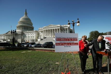 """Thượng viện Mỹ """"bật đèn xanh"""" cho kế hoạch cải cách thuế của Tổng thống Donald Trump"""
