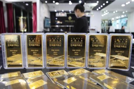"""Giá vàng châu Á chạm """"đáy"""" hai tuần sau bầu cử Hạ viện Nhật Bản"""