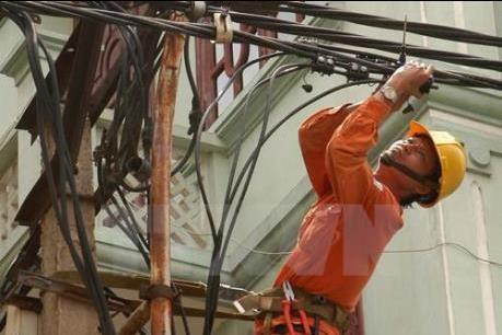 Hơn 337.000 khách hàng thuộc 10 tỉnh/thành phố được cấp điện trở lại