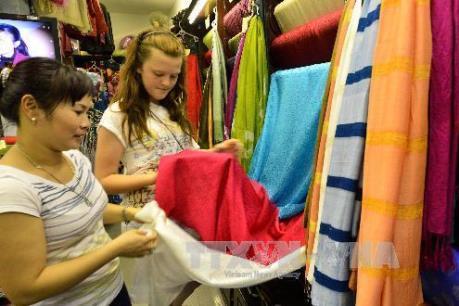 Việt Nam đã nhập bao nhiêu khăn lụa từ Trung Quốc?