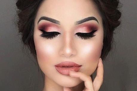 Xu hướng son môi cuối năm: Màu vàng hồng thời thượng