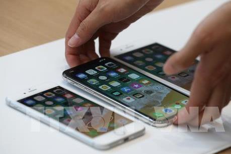 Người Việt đổ xô sang Singapore mua iPhone X
