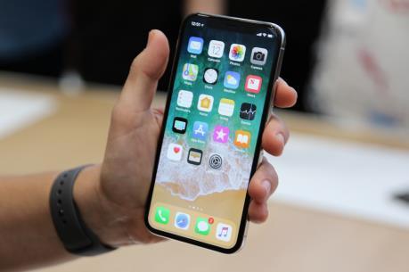 """iPhone X đồng loạt """"lên kệ"""" hàng trên toàn thế giới"""