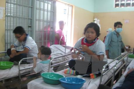 Kon Tum: Sau khi ăn bánh mỳ, 51 em học sinh có biểu hiện ngộ độc