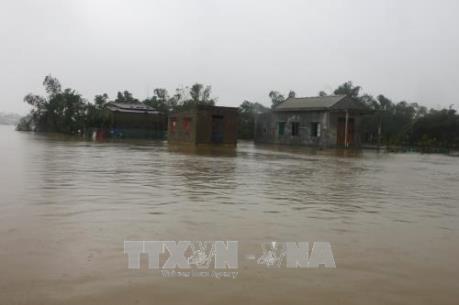 Hơn 45 nghìn ngôi nhà ở thành phố Huế vẫn ngập sâu 0,6 -0,8 m   