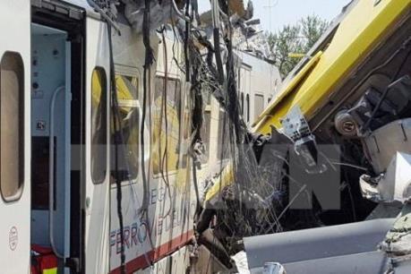 Trật đường ray, tàu hỏa lao hẻm núi, ít nhất 60 người thương vong