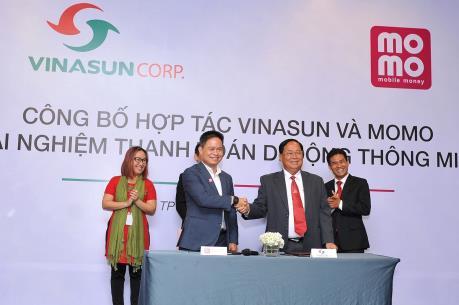 """Vinasun """"bắt tay"""" MoMo triển khai thanh toán thông minh cho khách hàng"""