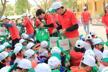 Canon Việt Nam tuyên truyền bảo vệ và ra quân làm sạch môi trường