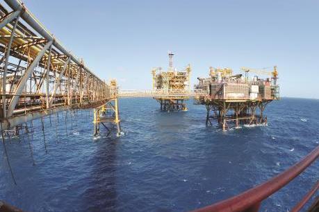Giá dầu thế giới đảo chiều đi lên