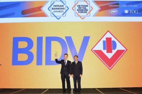 """BIDV năm thứ 2 liên tiếp nhận giải """"Ngân hàng bán lẻ tiêu biểu nhất"""""""