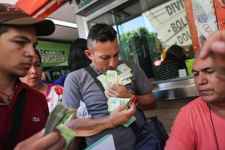 Quốc hội Venezuela công bố số liệu lạm phát lên tới 4 con số