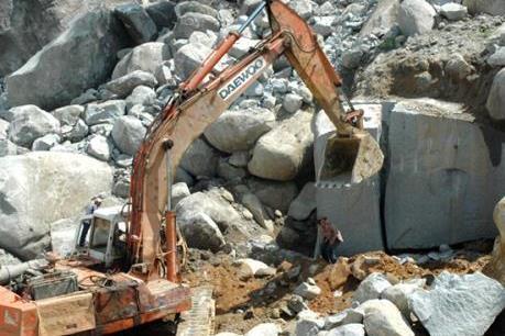 Hỗ trợ, thăm hỏi các gia đình bị nạn trong vụ sập mỏ đá ở Quỳ Hợp