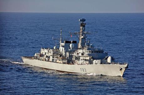 Khinh hạm của Anh theo sát tàu chiến Nga ở Biển Bắc