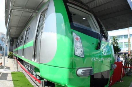 Thực hư thông tin đoàn tàu đặt tại nhà ga Cát Linh bị vẽ lên thân tàu
