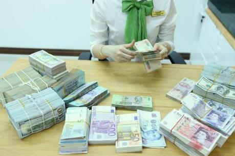 Tỷ giá USD Vietcombank 26/2 tiếp tục tăng mạnh