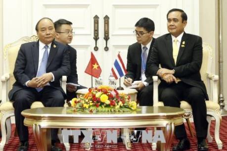 Thủ tướng Nguyễn Xuân Phúc gặp Thủ tướng Thái Lan Prayut Chan-ocha