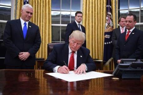 Tổng thống Mỹ ký phê chuẩn gia hạn chương trình theo dõi Internet của NSA