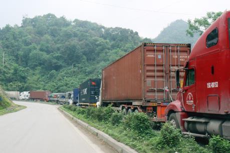 Nguyên nhân nào khiến hàng hóa dồn tắc tại cửa khẩu?