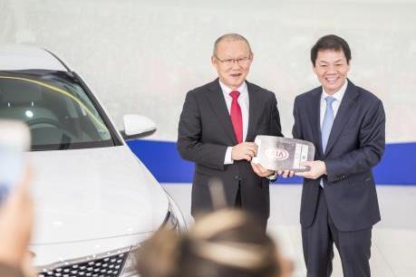 Thaco chính thức tặng xe ô tô cho Huấn luyện viên trưởng U23 Việt Nam