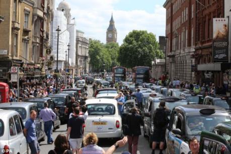 """London năm thứ 10 liên tiếp giữ ngôi thành phố """"tắc nghẽn giao thông nhiều nhất thế giới"""""""