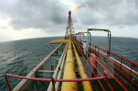 Giá dầu thế giới giảm khoảng 1% do sản lượng dầu tăng ở Mỹ